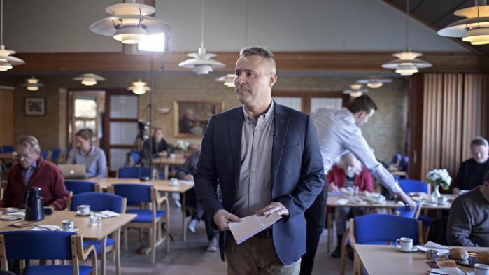 Man kan finde det uprofessionelt, at gruppeformanden undsiger sin egen partiorganisation. Men spørgsmålet er, om ikke Henrik Sass Larsen har ret i sin karakteristik.