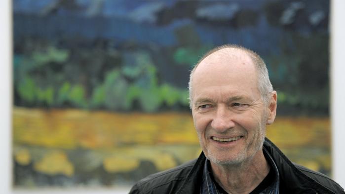 Per Kirkeby foran værket 'Weltuntergang' under en udstilling i Tyskland. Maleriet er fra 2001, en periode i den berømte kunstners liv, hvor han blomstrede kunstnerisk, mens privatlivet var sværere.