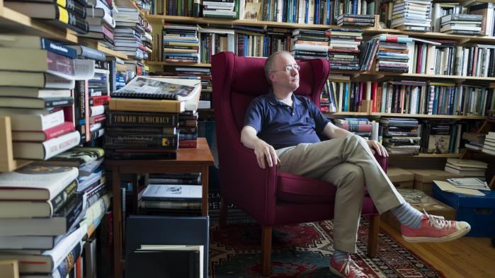 'Stater kvier sig ved at kalde væbnede konflikter, de er involveret i, for krige. Før 1945 blev krige erklæret og afsluttet med fredstraktater. Det sker ikke længere,' siger den britiske historiker og Harvard-professor David Armitage til Information.