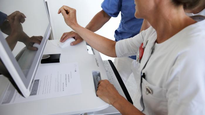 Ifølge professor i sundhedsøkonomi Jes Søgaard ved Syddansk Universitet viser en undersøgelse foretaget af paraplyorganisationen Lægevidenskabelige Selskaber, at Sundhedsplatformen i sin nuværende form er 'katastrofal for patientbehandlingen i regionerne'.