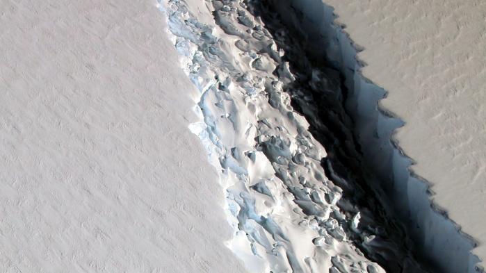 Larsen C – opkaldt efter den norske hvalfanger Carl Anton Larsen – er en såkaldt ishylde med et samlet areal større end Danmark, der strækker sig ud i havet, men er fast forankret til Den Antarktiske Halvø