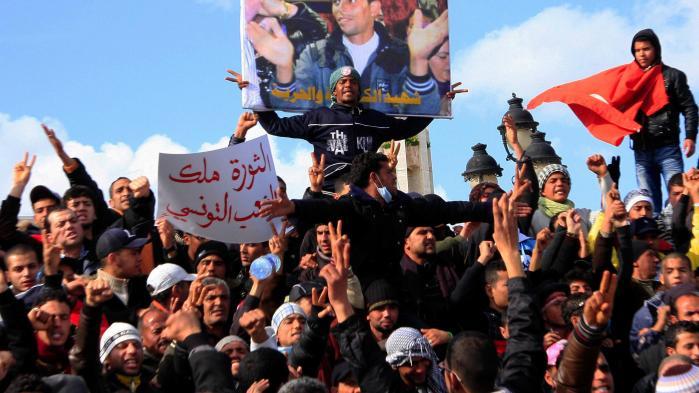Byen Sidi Bouzid blev kendt som 'ground zero' for Det Arabiske Forår. Det var her, de første protester brød ud, efter at en ung frugthandler satte ild til sig selv foran en regeringsbygning. I dag er byen et af de primære arnesteder for de tusindvis af unge, tunesiske jihadister, der de senste år er draget i hellig krig i Syrien, Irak og Libyen.