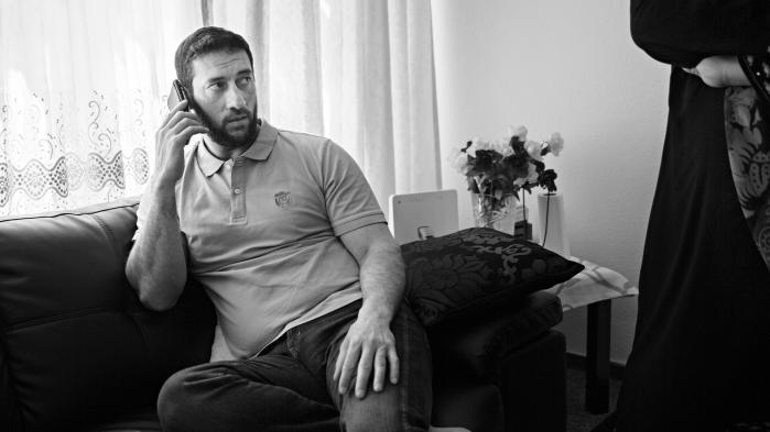 Terrordømte i danske fængsler har svært ved at påbegynde resocialisering, fordi de generelt ikke får lov til at komme på uledsaget udgang og blive overflyttet til åbne fængsler. En af dem er Mohammad Zaher, der afsoner en dom på 12 års fængsel for forsøg på terror i den såkaldte Vollsmosesag. Om 12 måneder kommer han på fri fod