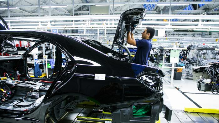 De sidste uger er aktiekurserne styrtdykket ved bl.a. Daimler, Volkswagen og BMW, mens EU-kommissær for forbrugerbeskyttelse, Věra Jourová, overvejer muligheden af, at køberne kan rette samlede klager mod de tyske bilproducenter. Daimler var dog Ifølge Süddeutsche Zeitung den første producent, der gjorde konkurrencemyndighederne opmærksomme på de konkurrenceforvridende aftaler, hvormed koncernen måske slipper for bøder.