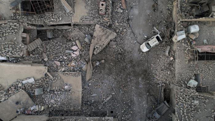 'Jeg har oplevet krige i Irak siden 1980. Men aldrig har jeg set en by være så udbombet. Der bliver brug for milliarder og atter milliarder af dollar. Det vil vare mindst et årti, før Mosul måske er tilbage i samme stand som i gamle dage,' siger Abdel Rahman al-Waga, medlem af provinsrådet i Nineveh, til Information.