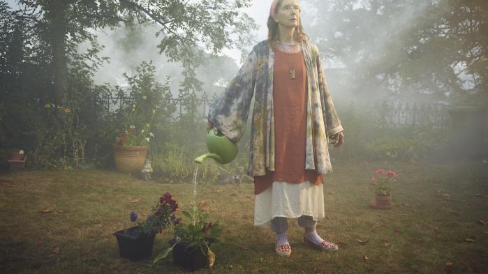 Frances Conroy som 'Nathalie Raven' i den danske manuskriptforfatter Christian Torpes 'The Mist', som snart har premiere.