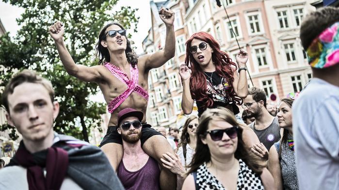 Det er stadig relevant at fejre en undertrykt identitet, som man gør på Priden, der i denne uge har indtaget Københavns gader, mener Casper Gronemann, der er politisk rådgiver i SF.