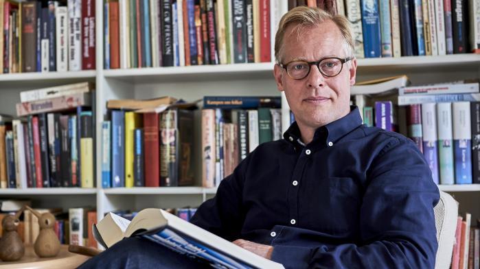 Det er Johannes Sløks fortjeneste, at socialordfører Carl Holst (V) allerede som teenagedreng knækkede 'et par kierkegaardske koder', der har haft stor betydning for ham som menneske
