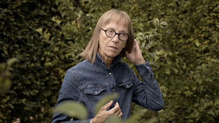 Gennem 34 år har Brita Fabricius arbejdet på institutionen Murergården på Nørrebro – de 30 af dem som institutionsleder. Men nu er hun blevet fyret af Københavns Kommune, fordi hun har hyret en børnepornodømt maler til at male et stakit. Forældrene er rasende – på kommunen.