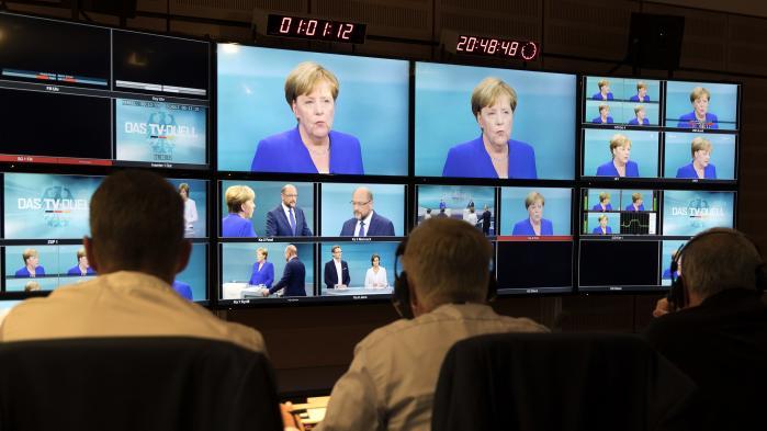 En pletvist angrebslysten men uskarp Martin Schulz (SPD) prøvede i aftes forgæves at udfordre Angela Merkel (CDU) i den tyske valgkamps første og eneste TV-duel. Merkel står i vælgernes øjne fortsat som det mest troværdige bud på en tysk leder.