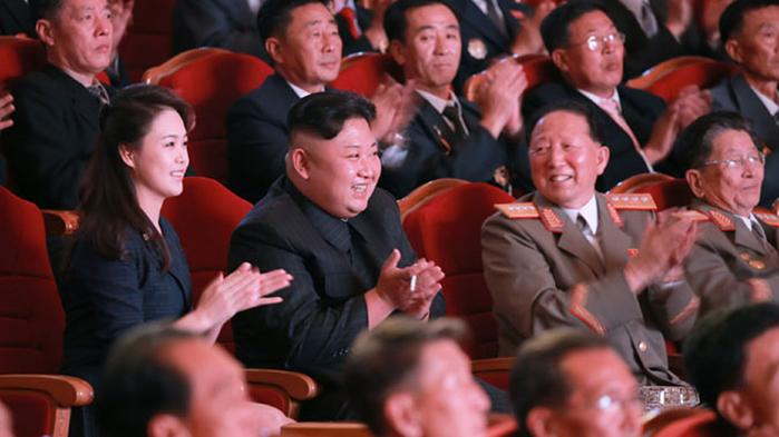 Med de 84 missiltests, som Kim Jong-un — trods gentagne sanktioner — har gennemført, siden han tiltrådte for seks år siden, burde det stå klart: Nordkorea standser ikke sit atomprogram, heller ikke selv om FN piller ved olieleverancerne