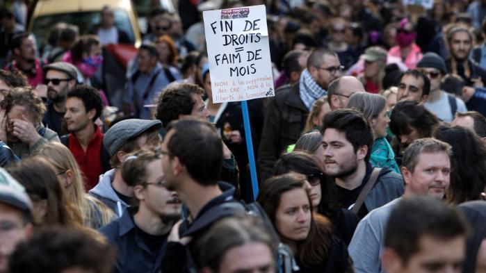 Flere hundredtusinder franskmænd demonstrerede tirsdag mod Marcons planlagte arbejdsmarkedsreformer.Blandt franske kommentatorer er der stor uenighed om, hvorvidt demonstrationerne var en succes. På billedet er det demonstranter i Lille.