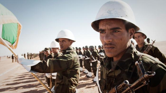 Trods afhængighed af nødhjælp og uden reel pengeøkonomi har Vestsaharas oprindelige befolkning de seneste 40 år skabt en veludbygget eksilstat i den algeriske ørken. Men for saharawierne er det hele blot en øvelse og en skabelon, der kan overføres, når de får den længe ventede selvstændighed