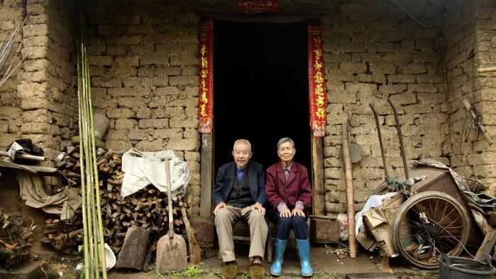 Kinesiske landsbyer bliver i hastigt tempo ryddet og erstattet med moderne højhuse. Enkeltmandslandbrug er ikke den vej, staten ønsker landbefolkningen skal fortsætte ad. Information har besøgt landsbyen Lujiawan, før den forsvinder.