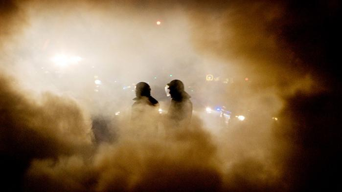 For præcis ti år siden stod København i flammer, og hundredvis af mennesker blev anholdt under voldsomme demonstrationer for Ungdomshuset. Men kampen om Jagtvej 69 startede allerede i 1999, da politikerne på Københavns Rådhus besluttede at sælge det hus, brugerne mente, de havde fået i gave. Ti år efter rydningen af Ungdomshuset på Nørrebro fortæller 18 hovedpersoner om deres personlige oplevelse af forløbet, der den dag i dag vækker uenighed og store følelser