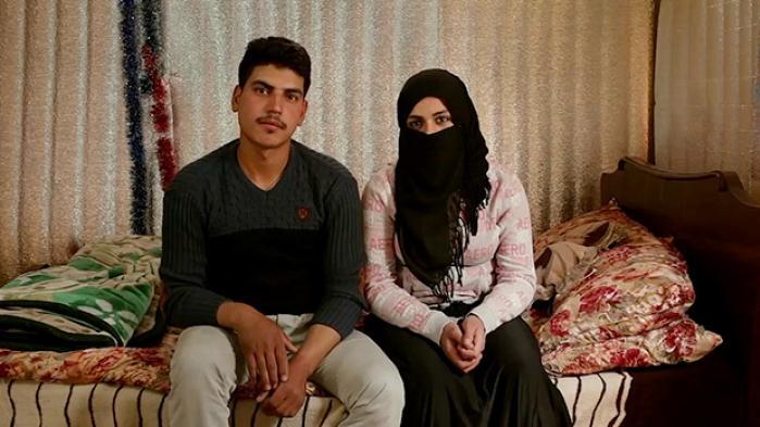 Nada Turki forelskede sig sidste efterår i troen på, at en mand ville gøre hendes tilværelse bedre. I dag er hun – ligesom flere og flere tusinder syriske flygtningepiger i Libanon – giftet bort som barn mod sin vilje. Mød hende og fire andre barnebrude