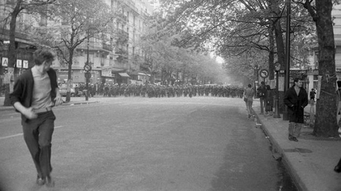 Foråret 1968 stod i oprørets tegn. Mod autoriteter i enhver form. For retten til selvbestemmelse. Fra Rio over New York til Beograd. Vi giver her 12 nedslag