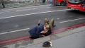 En fobipasserende i gang med genoplivning efter onsdagens terrorangreb på Westminster Bridge i London, hvor fire personer inklusive gerningsmanden blev dræbt og knap 40 såret