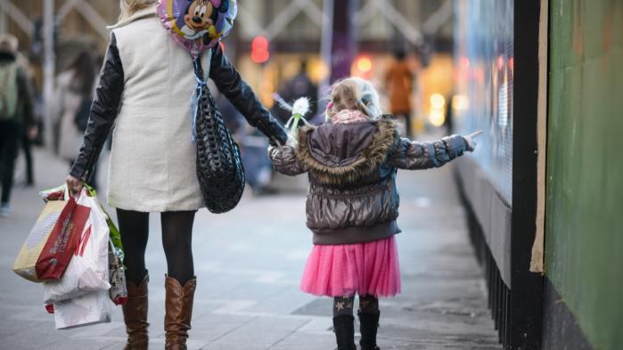 Dagens kronikør har fire børn – og svært ved at leve op til de mange fællesskabers fordringer.