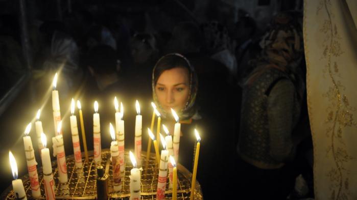 Kristne pilgrimme valfarter hele december måned til Fødselskirken i Bethlehem for at tænde julelys og bede på det sted, Jesus Kristus efter sigende blev født. Kirken er en af de ældste i verden og blev i 2012 optaget på UNESCOs Verdensarvsliste.