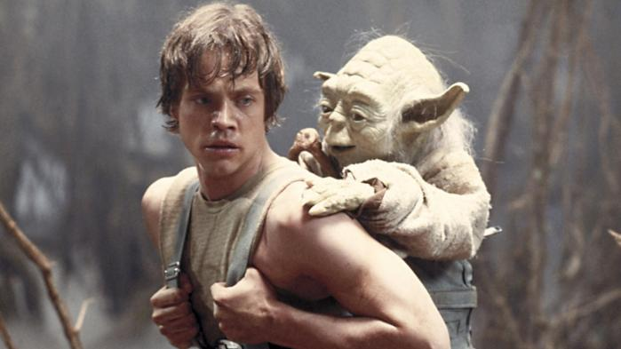 J.J. Abrams, instruktøren af den kommende og syvende film i Star Wars-sagaen, har – i stedet for at lave det hele i en computer – bygget modeller og lavet så meget som overhovedet muligt med kameraet, præcis som George Lucas og hans folk gjorde for 30-40 år siden i de tre første Star Wars-film, hvor Mark Hamill spillede rollen som Luke Skywalker.