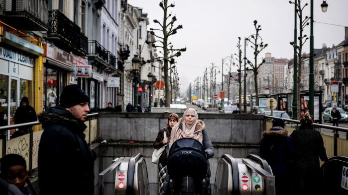 Molenbeek og de øvrige kommuner, der ligger op ad kanalen, som går igennem Bruxelles, er ramt af det postindustrielle syndrom – høj arbejdsløshed, integrationsudfordringer og en øget risiko for radikalisering.