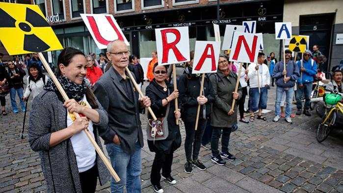Sidste år mødte danskere og grønlændere op i København til blandt andre Greenpeaces demonstration mod uranudvinding i Grønland