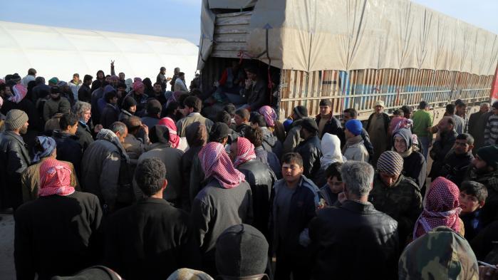 Titusindvis af civile syrere er i de seneste dage flygtet ud af storbyen Aleppo og op mod den tyrkiske grænse
