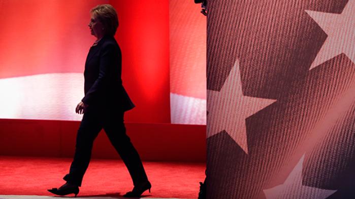 I sit lange politiske liv har hun kæmpet for minoriteter og kvinders rettigheder. Men i New Hampshire opfattes Hillary Clinton af mange demokrater som en elitær figur, mens hendes rival repræsenterer et brud med fortiden og drømmen om forandring