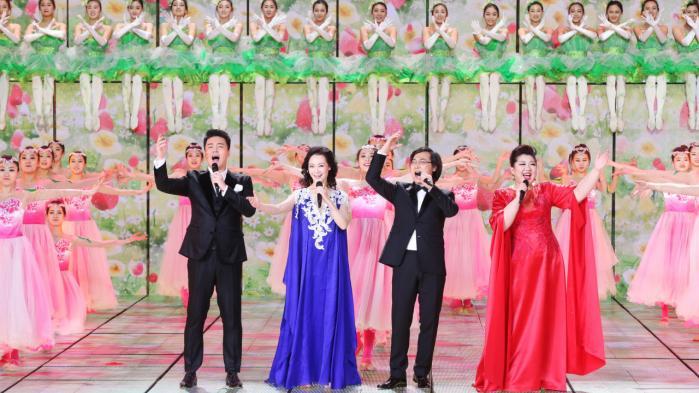 Abens år blev i søndags sunget ind ved den nationale nytårsgalla. Varieteen bestod af 41 indslag filmet i fem forskellige kinesiske byer.