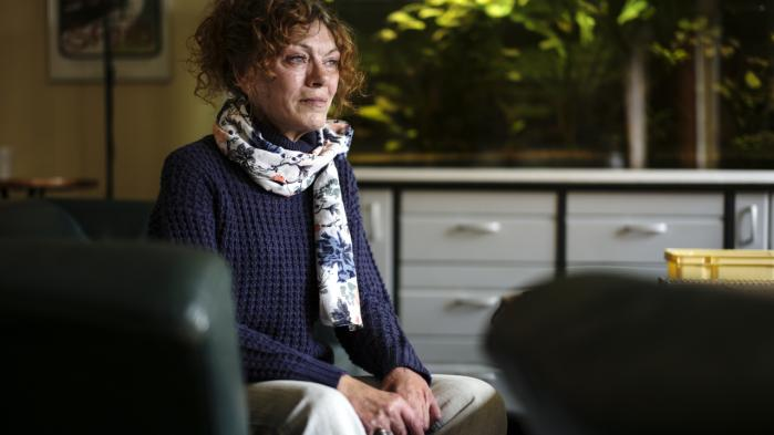 Winnie Jørgensen er en af de danskere, der har modtaget behandling med den dyre hepatitis C-medicin. Hun er årelang bruger af heroin, og gætter på at mellem 80-90 procent af hendes omgangskreds lider af sygdommen.