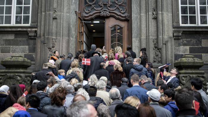 Vi har brugt undermennesket til underholdning og hygget os med, at det ikke var os, mener kronikøren. Alle nye danske statsborgere, som fik deres statsborgerskab sidste år, var inviteret på besøg på Christiansborg.