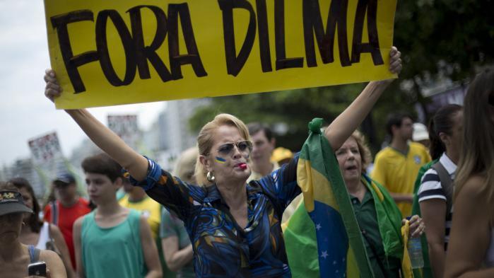 Udsigten til at afsætte Brasiliens suspenderede præsident Dilma Rousseff som præsident vækker især glæde blandt brasilianske virksomhedsledere og i den brasilianske overklasse. Foto fra demonstration mod Dilma Rousseff  i december sidste år.