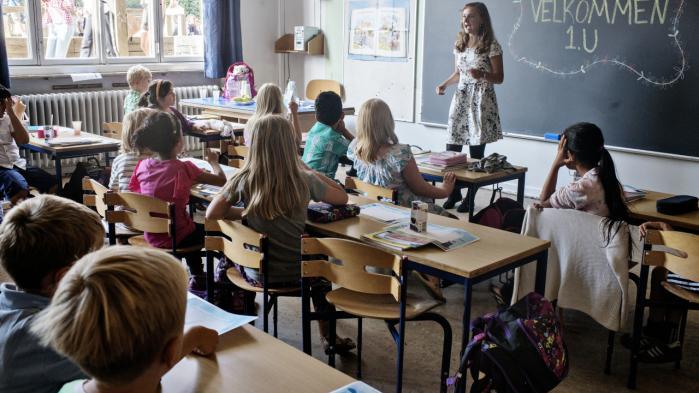 Debatten om lærere og andre offentligt ansatte bliver nemt for unuanceret fra begge fløje, mener to eksperter.