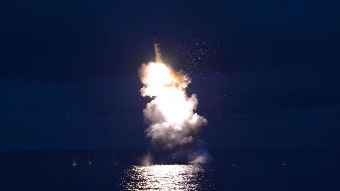 Pyongyang gennemførte onsdag sin hidtil mest succesfulde missilaffyring fra en ubåd. Missilet landede i japansk farvand og skabte vrede i regionen