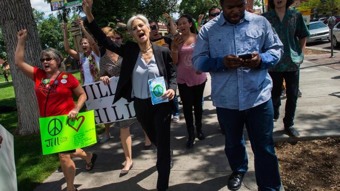I meningsmålinger står den grønne kandidat Jill Stein (i midten på billedet) og den libertære præsidentkandidat Gary Johnson overraskende stærkt i forhold til det sidste præsidentvalg, hvor begge også stillede op.