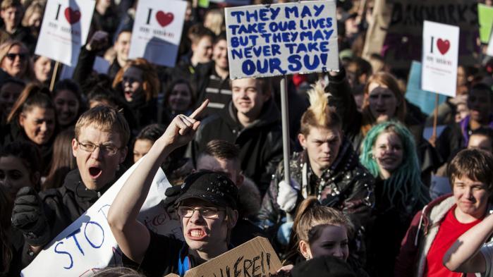 Studerende protesterede højlydt over SU-reformen i 2013. Flere besparelser kan være på vej, hvilket hverken har opbakning hos befolkningen eller eksperter.
