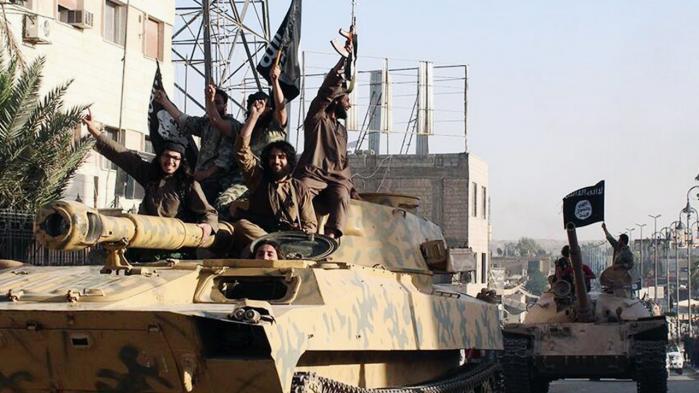 Bekæmpelse af IS starter med Bashar al-Assad i Damaskus og Haider al-Abadi i Bagdad, siger terrorforsker Lars Erslev Andersen og opfordrer Danmark til at genoverveje sin deltagelse i krigen.