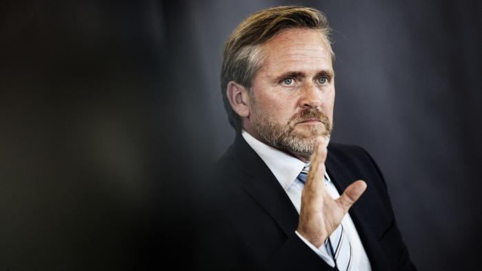 Lars Løkke Rasmussen og Anders Samuelsen har tilsyneladende kurs mod et frontalt sammenstød. Men hvad fortæller statsministerens bagsædechauffør ham?