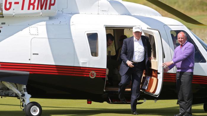 Trump har flere gange åbenlyst brugt sin status som præsidentkandidat til at lave reklame for sine forretninger. I juni blev pressekorpset eksempelvis inviteret med til Skotland, hvor Trump skulle åbne en ny golfklub.