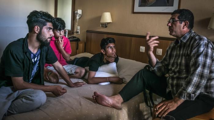På Hotel City Plaza har aktivister de seneste fem måneder sørget for mad, rent sengetøj og undervisning for omkring 400 strandede flygtninge.