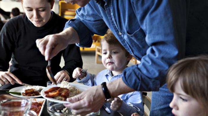 Med en stor indsats fra Københavns Madhus er 90 pct. af de kommunale køkkener i hovedstaden nu økologiske. Næste skridt er større afsætningsaftaler med kommuner som Lejre og Bornholm, der kan give landmændene sikkerhed for indtjening, hvis de lægger om
