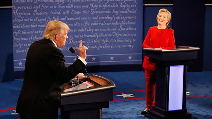 Selvmedlidenheden væltede ned over Trump i den første tv-duel, men han formåede at udfordre Clinton på spørgsmålet om frihandel