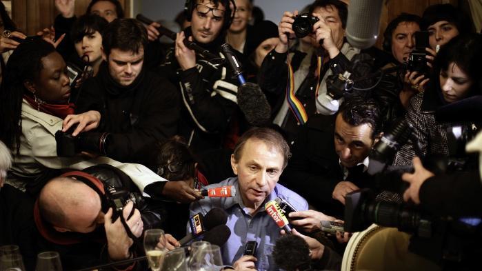 Den kontroversielle franske forfatter leverer en ætsende diagnose af vestlig blødagtighed, forsvarer prostitution, rehabiliterer miskendte forfatterkolleger og påtager sig æren for have bistået disse med at sætte franske intellektuelle frie til at tænke ud over forstenede venstrefløjshorisonter