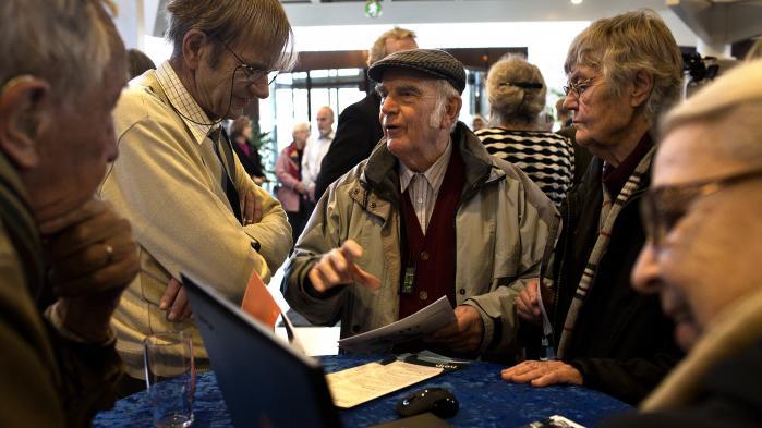 I 2011 blev Gladsaxe Kommune kåret til 'Danmarks Bedste Online Kommune', og derfor blev den fremhævet i en kampagne om, at fra 2015 skulle 80 procent af al kommunikation med det offentlige foregå digitalt. Dengang var særligt ældre borgere bekymrede for udviklingen. Og med god grund. I dag har de ældre nemlig problemer med f.eks. at få tjekket deres e-boks, som de er forpligtet til.