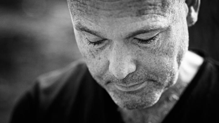 Store dele af Peter Øvig Knudsens nye bog om bz-kulturen, der udkommer 4. oktober, er gengivelser af facebookdrama, anonyme breve og forfatterens bøvl med kilder, der først vil snakke, men så vender på en tallerken og trækker sig efter pres fra baglandet