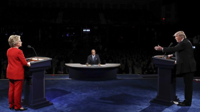 Da Hillary Clinton inddrog historien om Miss Universe i tv-debatten med Donald Trump, tog valgkampen endnu et nøk på vej mod rendestenen.