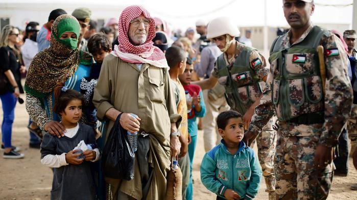 Der mangler mad og særligt vand i al-Rukban, ingenmandslandet mellem Jordan og Syrien. Hygiejnen er ringe, sygdomme breder sig, og der er stort set ingen medicin, fortæller øjenvidner og nødhjælpsarbejdere til Information.
