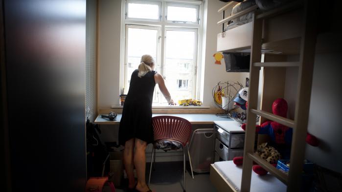 Når en voldsramt kvinde i dag kommer til et fyldt kvindekrisecenter, kan personalet på krisecentret slå op i en database for at finde ud af, om der er ledige pladser på andre centre. Med lukningen af LOKK's sekretariat er der ingen til at drive den database.
