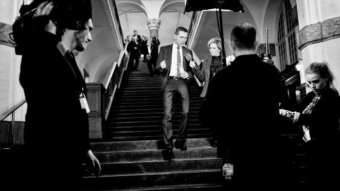 Festen kunne ikke blive meget større i Dansk Folkeparti, da vælgerne sidste år stemte nej til afskaffelsen af det danske retsforbehold. Partileder Thulesen Dahl er i disse ikke helt så glad for rampelyset
